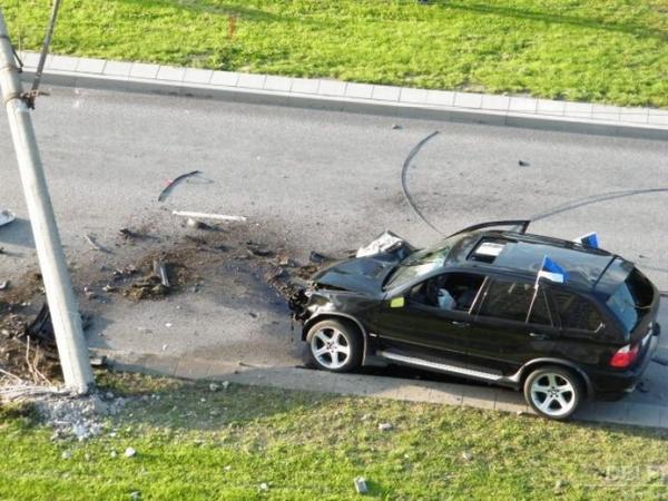 BMW въехал в столб (18 фото)