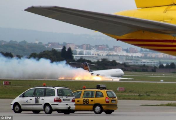 Аварийная посадка (3 фото)