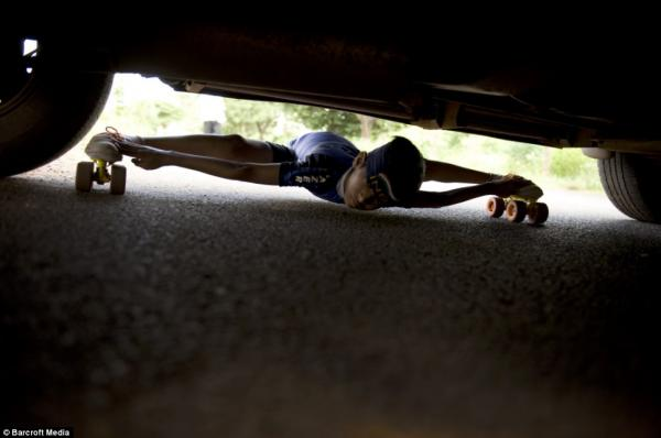 Заезды под машинами (4 фото)