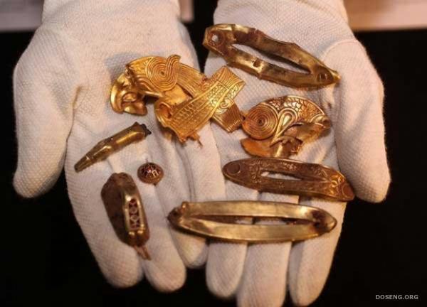 Британец нашел клад (8 фото)