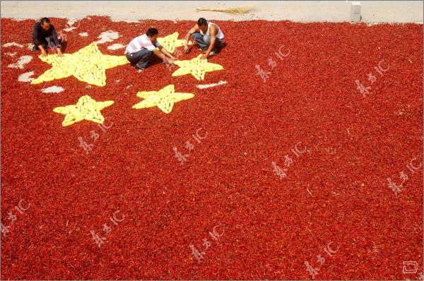 Гигантский флаг Китая (8 фото)