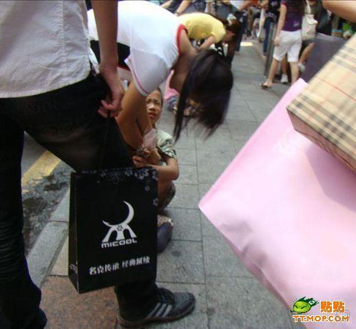Как дети продают цветы в Китае (15 фото)