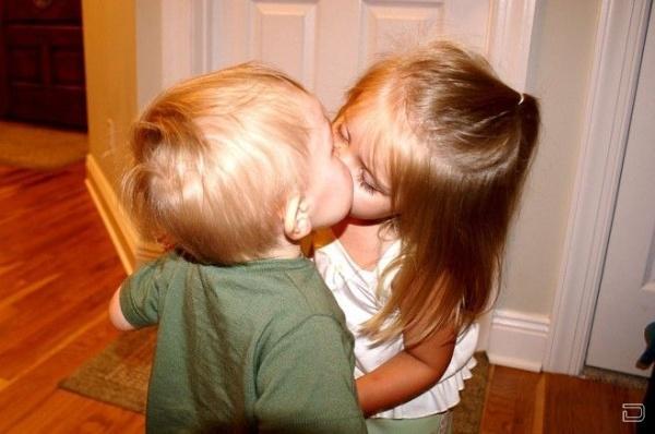 А когда был ваш первый поцелуй ))