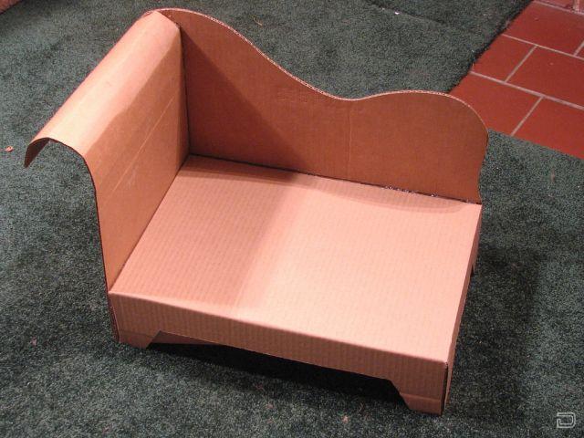 Видео как сделать из картона диван для кукол