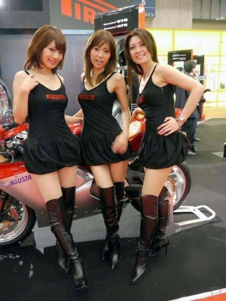Девушки с выставки автомобилей (44 фото)
