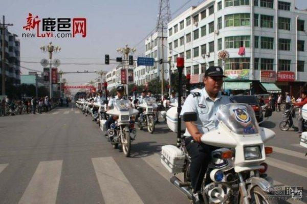 Как в Китае преступников по городу возят