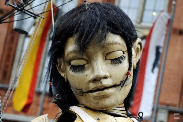 Гигантские куклы (9 фото)