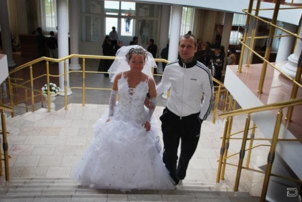 На свадьбу в спортивном костюме (20 фото)
