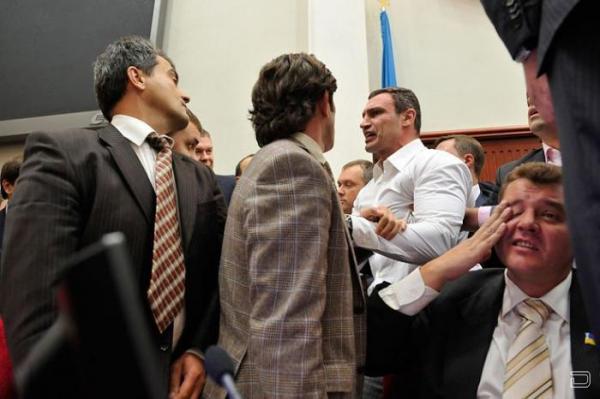 Виталий Кличко борется в парламенте (4 фото)