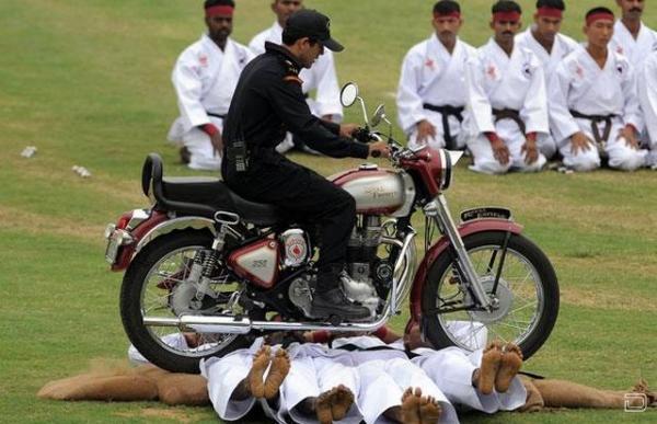 Индийский спецназ (13 фото)