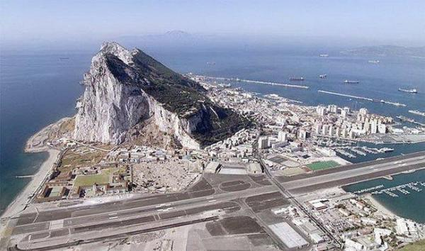 Аэропорт Гибралтара (10 фото)