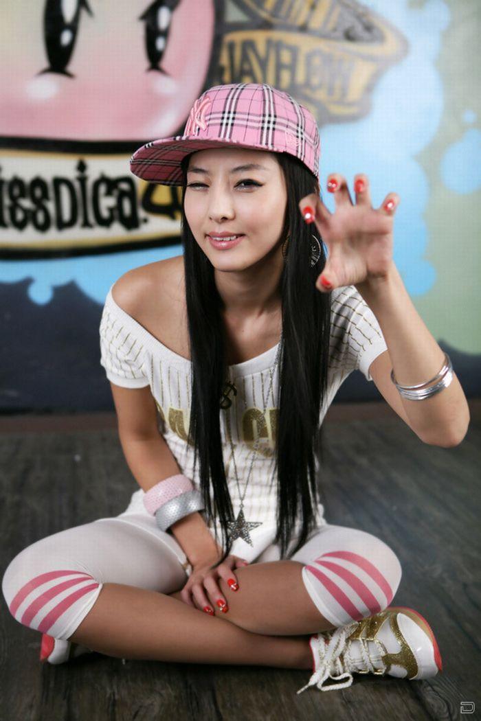 Японские девушки показывают ногти (14 фото)
