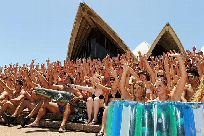 В Сиднее прошел парад купальников (23 фото)