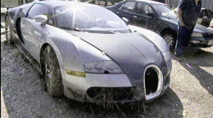 Разбитый Bugatti Veyron (18 фото)
