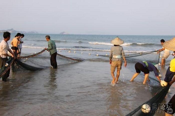 в чем несут рыбаки улов