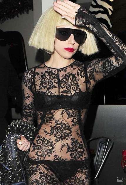 Леди Гага в прозрачном черном платье