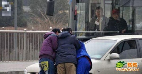 Жесткие разборки на дороге в Китае (10 фото)