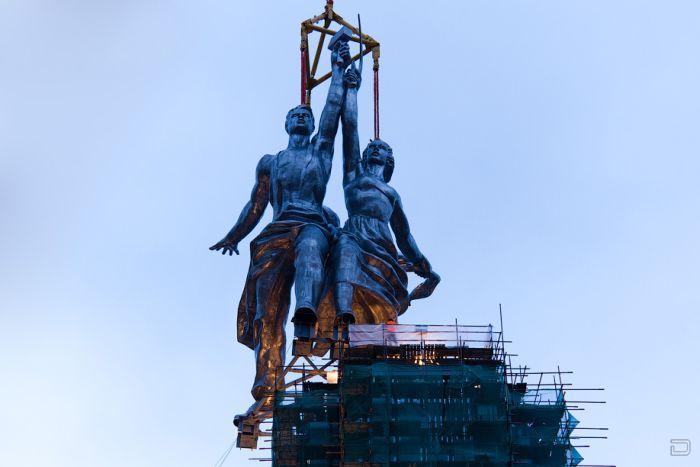 """Монумент """"Рабочий и Колхозница"""" снова поставили в Москве (63 фото)"""