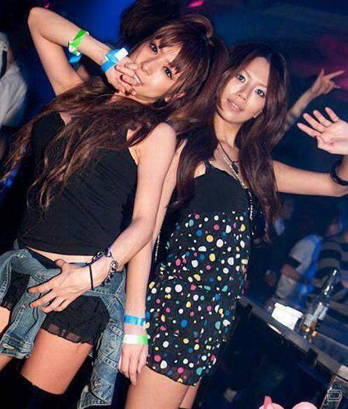 Вечеринка в китайском клубе (30 фото)