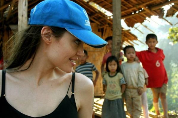 Мать, жена, актриса, секс-символ и посол доброй воли ООН - Анджелина Джоли  ...