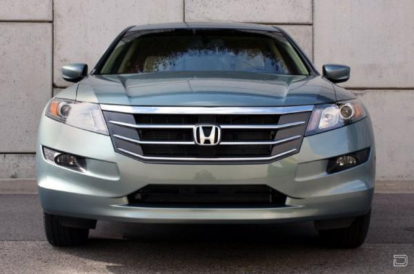 Honda Accord Crosstour 2010 (17 фото)