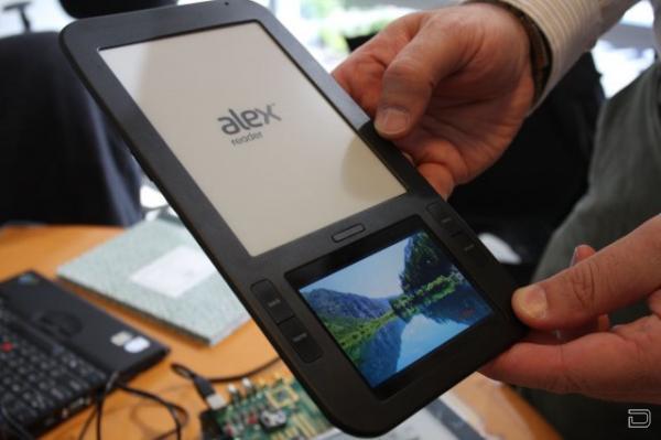 Alex Reader - электронная книга с двумя дисплеями (10 фото)