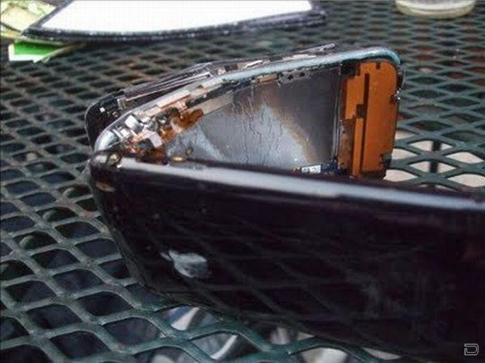 Разбитые iPhone (23 фото)