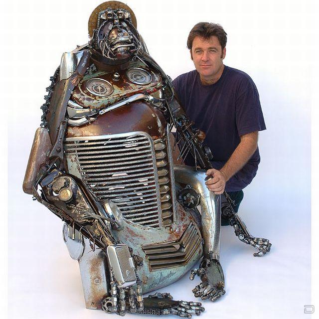 Скульптуры из старых деталей автомобилей (12 фото)