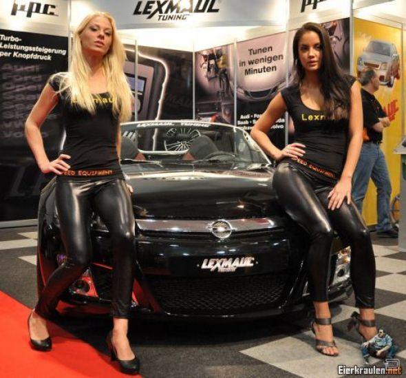 Девушки с мотошоу (34 фото)