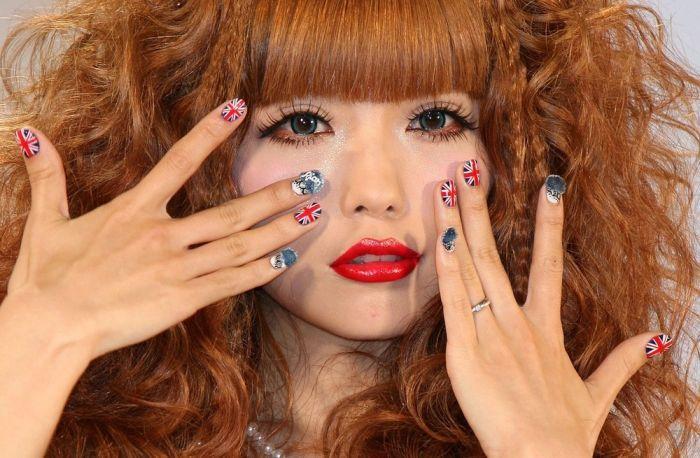 Искуство накрашивания ногтей в Токио