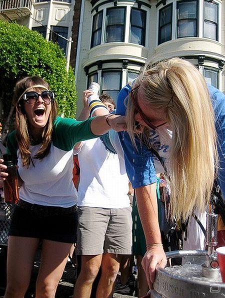 Пятничное: Горячие девчонки и популярный ритуал (101 фото)