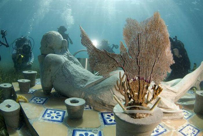 Самый большой подводный музей скульптур в мире (14 фото)