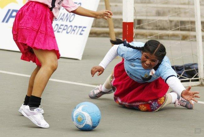 Женский футбол в столице Перу, Лиме (6 фото)