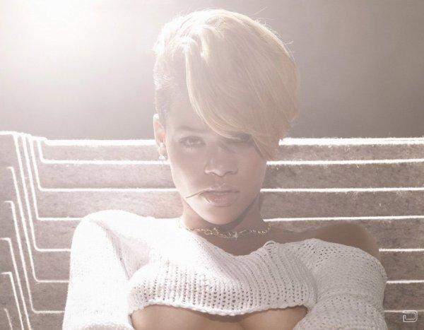 Rihanna топлес (6 фото)