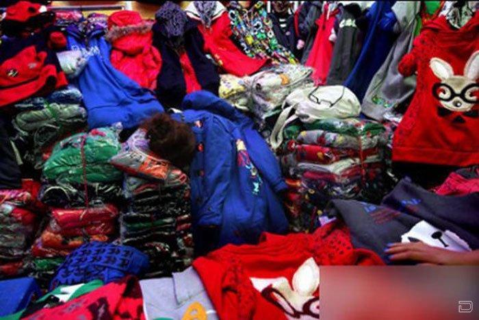 Напряженная работа рыночных торговцев (10 фото)