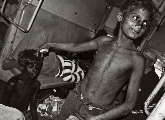 Северная Индия. Попрошайки в поездах (22 фото)