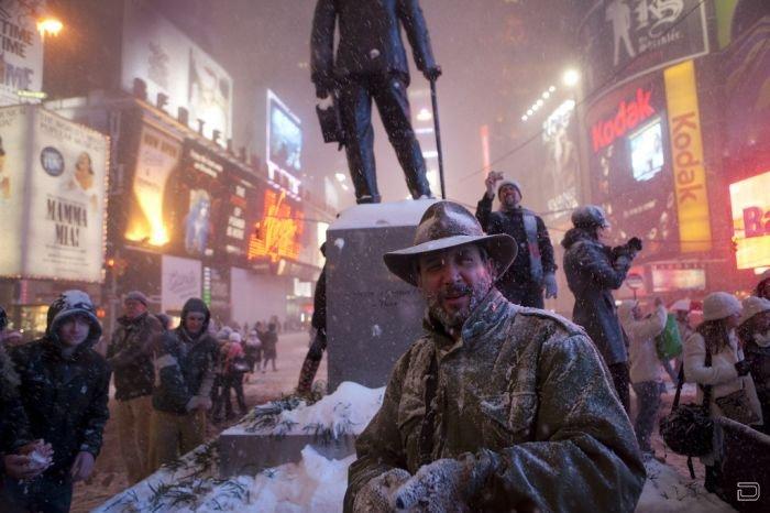 Массовая снежная битва на Таймс-Сквер (15 фото)