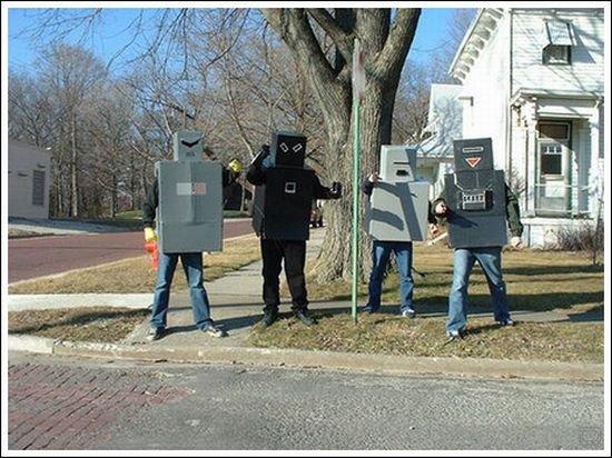 Самые худшие костюмы роботов (15 фото)