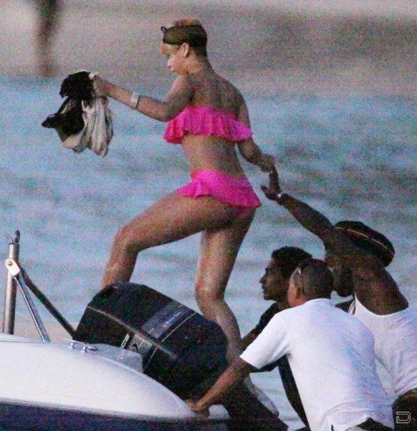 Рианна (Rihanna) в бикини