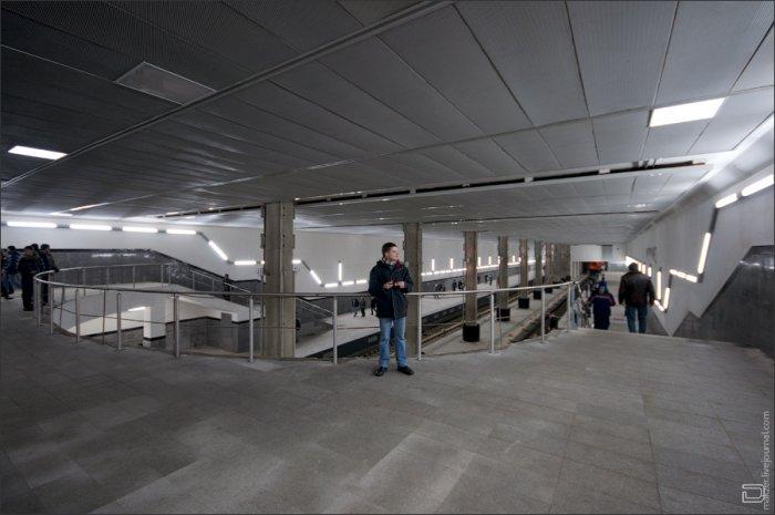 Мякинино - Волоколамская - Митино.  2) Станция имеет три вестибюля, которые обеспечат два выхода непосредственно на...