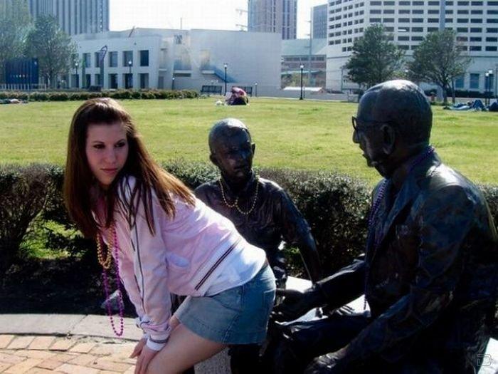 Когда нам делать нечего...Приколы со статуями.