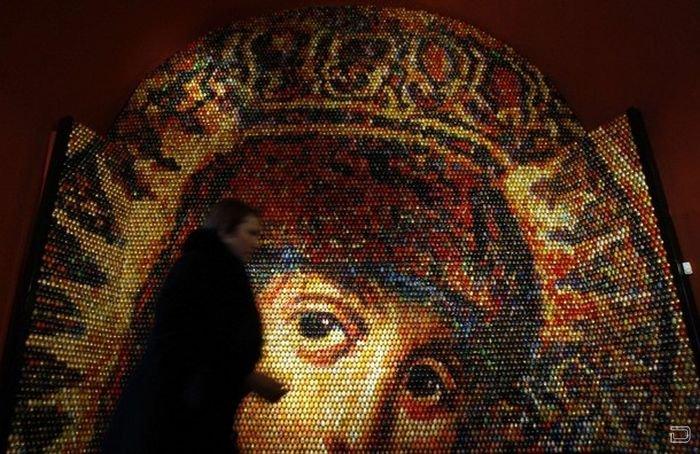 Мозаика образа Девы Марии (4 фото)