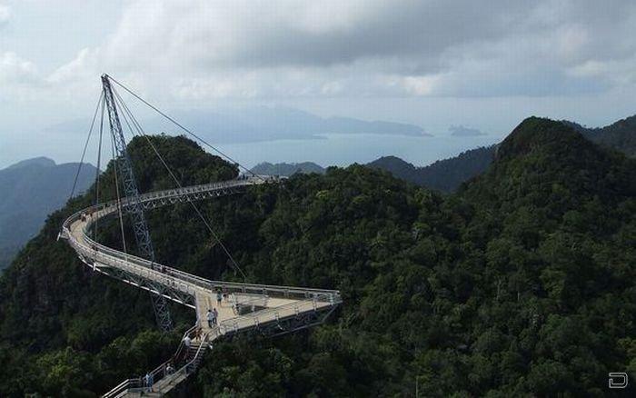 Мост в небо в Малайзии (20 фото)