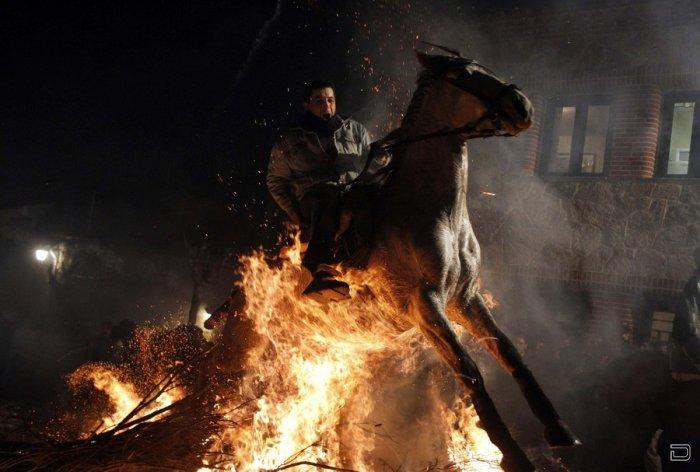 Очищение огнем - праздник Las Luminarias