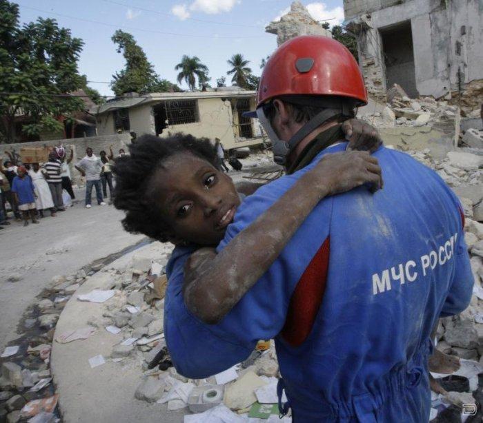 Российские спасатели оказывают помощь на Гаити