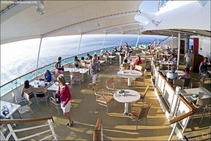 «Brilliance of the Seas» - самый большой круизный лайнер в мире (37 фото)