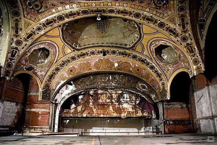 Заброшенные театры (36 фото)
