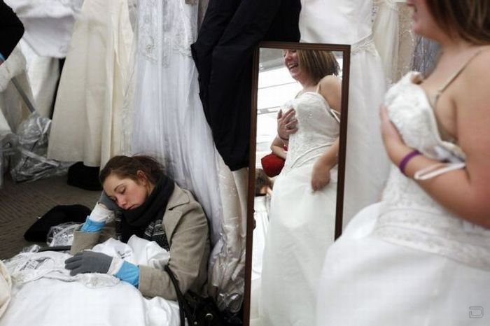 Ежегодная распродажа свадебных платьев в Нью Йорке