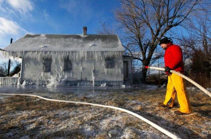 Ледяной домик (8 фото)