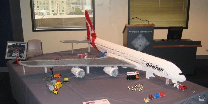 Модель Airbus А380 из конструктора Lego (19 фото)